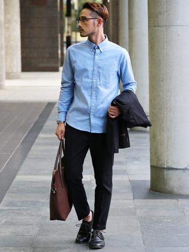 サックスシャツ×スラックス×ジャケット