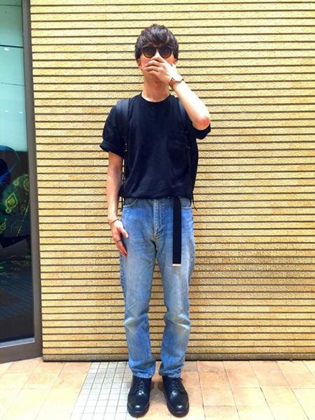 黒Tシャツ×デニム×黒ブーツ