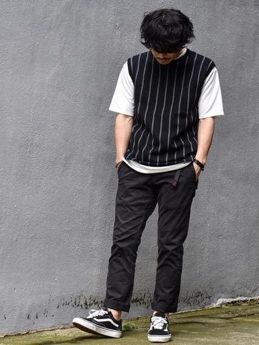 べスト×Tシャツ×コットンパンツ