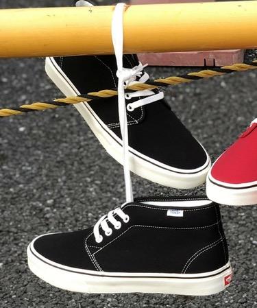 黒 スニーカー