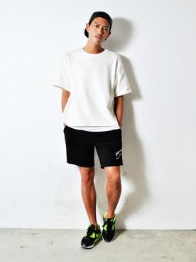 白T×黒ハーフパンツ