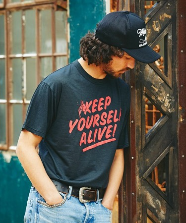 KEEP YOURSELF ALIVE ! プリント Tシャツ