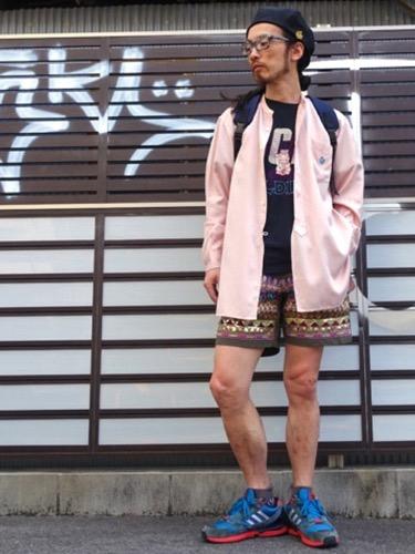 ピンクシャツ コーデ