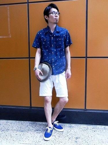 夏にこそ似合う ブルースニーカーを使ったおすすめコーデ10選