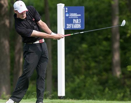 ゴルフキャップをかぶったプレイヤー