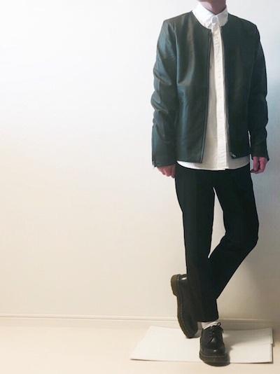 ライダースジャケット×白シャツ×黒パンツ コーデ