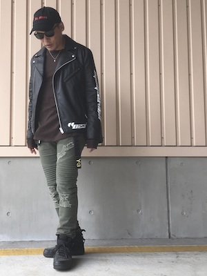 ライダースジャケット コーデ