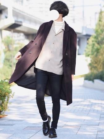 ブラウンコート×ベージュシャツ×白ニット×スキニーデニム