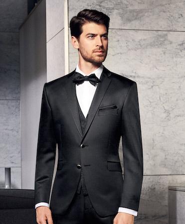 黒スーツ コーデ