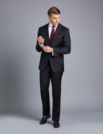 赤ネクタイ×赤ポケットチーフ
