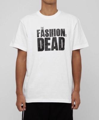 """THE FASHION IS DEAD"" クルーネックTシャツ"