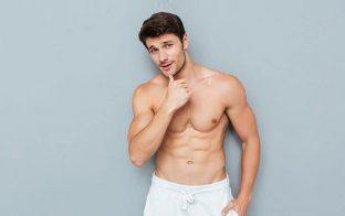 上裸の男性