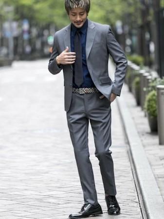 グレースーツ×ネイビーシャツ×ブラックタイ