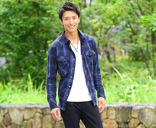 青チェックシャツ