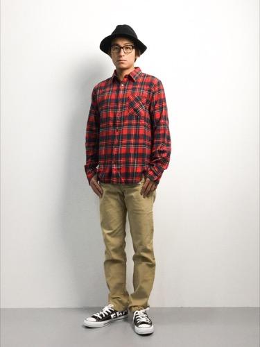 赤チェックシャツ コーデ