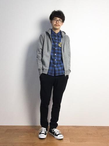 青チェックシャツ コーデ