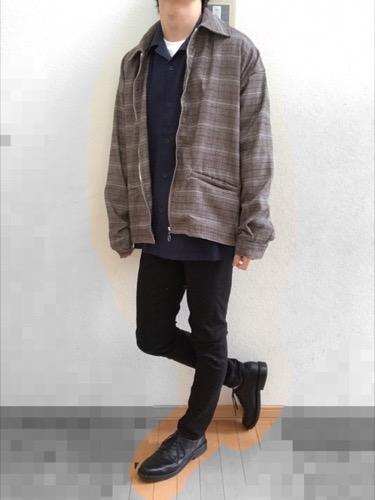 チェックブルゾン×オープンカラーシャツ×黒スキニー(GU)
