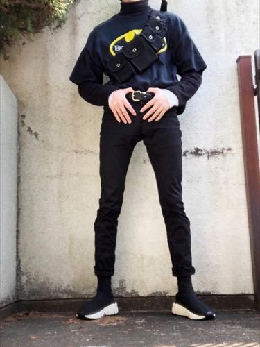 ハイネックカットソー(GU)×プリントTシャツ×黒スキニー