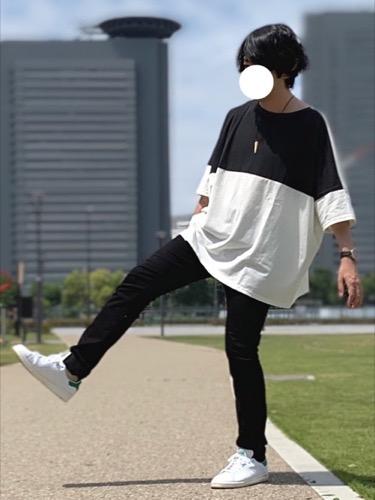 黒スキニー×白スニーカー
