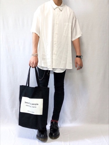 白半袖シャツ コーデ