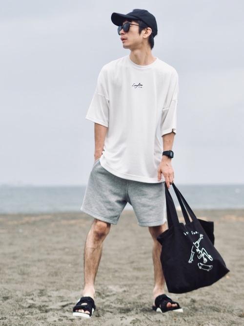 ビッグサイズロゴTシャツ×ハーフパンツ×スポーツサンダル