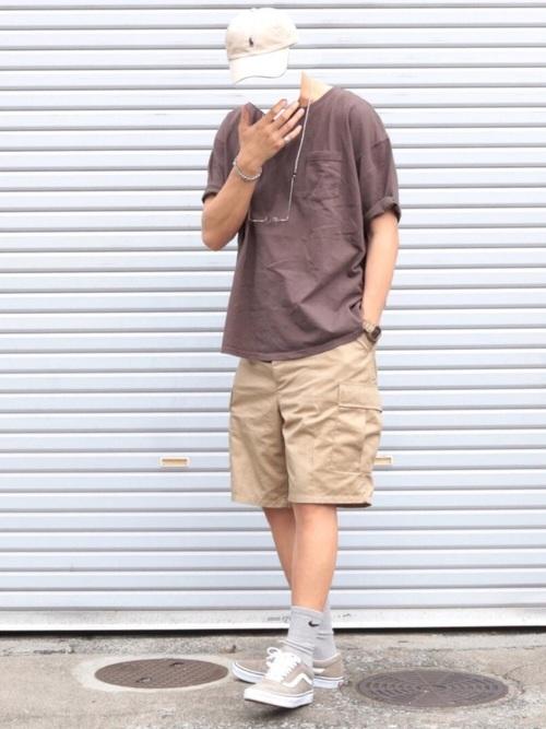 ポケットTシャツ×ハーフパンツ×グレースニーカー