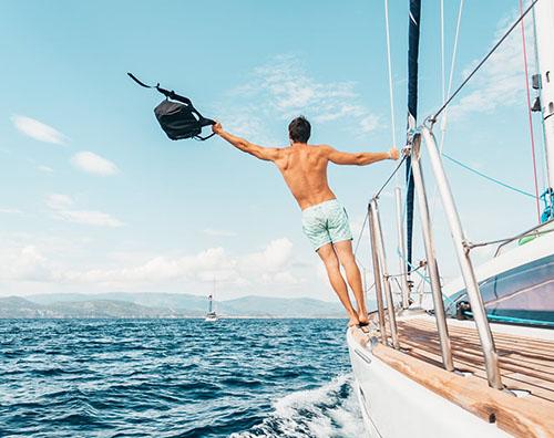 航海中の男性