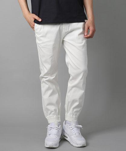 白 パンツ