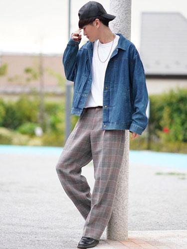 デニムジャケット×白Tシャツ×チェックパンツ