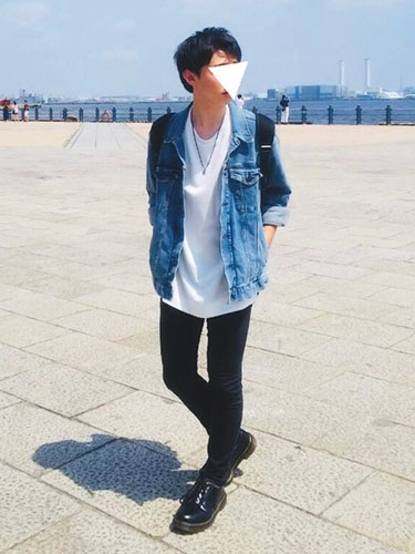 デニムジャケット×白Tシャツ×黒スキニー