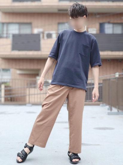 ネイビーTシャツ×ワイドパンツ×サンダル