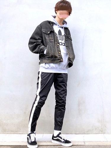 adidas パーカー コーデ