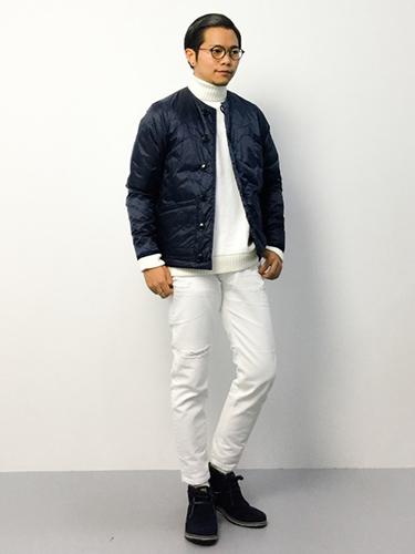 キルティングジャケット×白タートルネック×白パンツ