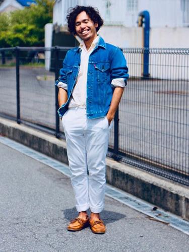デニムジャケット×白シャツ×白パンツ
