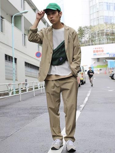 スーツ スニーカー コーデ