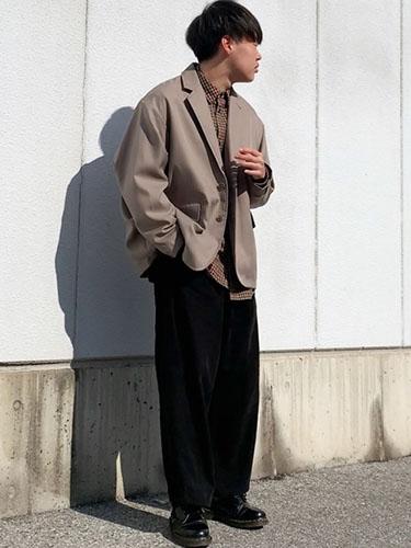 テーラードジャケット コーデ
