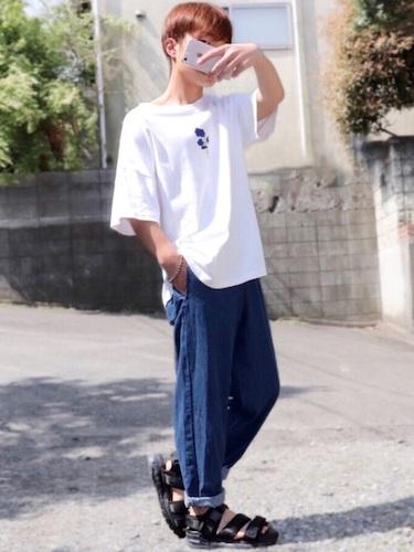 ビッグTシャツ×ワイドデニム×サンダル