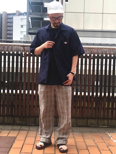 黒ワークシャツ×シェフパンツ