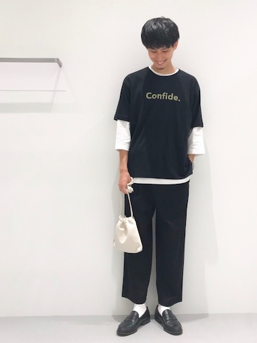 ロゴTシャツ×七分袖Tシャツ×スラックス