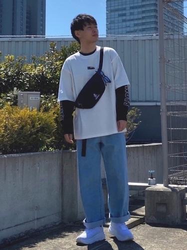 白Tシャツ×黒ロンT×ワイドデニム