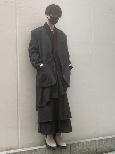 テーラードジャケット×ティアードスカート