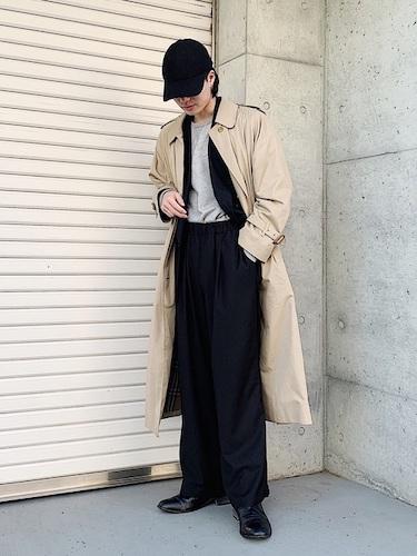 スプリングコート×黒ワイドパンツ