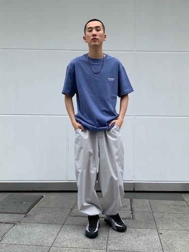 ワンポイントロゴTシャツ×ジョガーパンツ