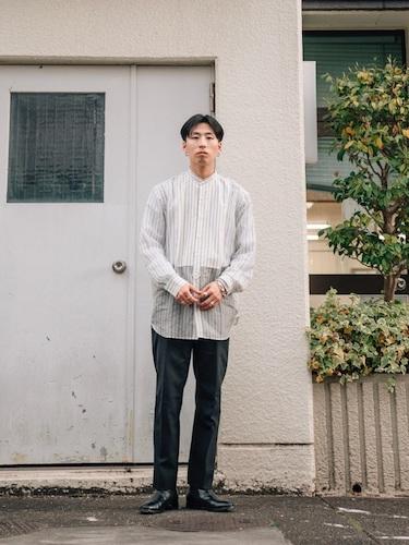 シアーシャツ×白Tシャツ