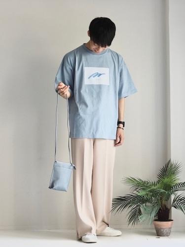 胸元ロゴTシャツ コーデ