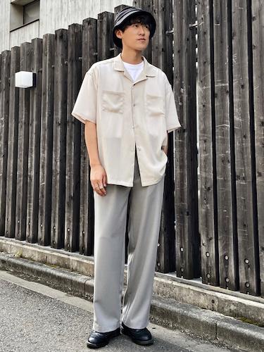 オープンカラーシャツ×グレースラックス