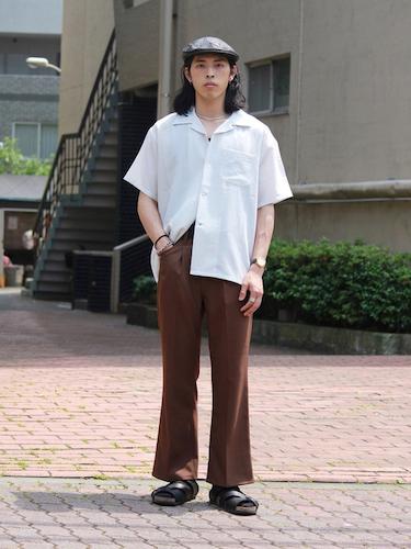 オープンカラーシャツ×ブーツカットパンツ