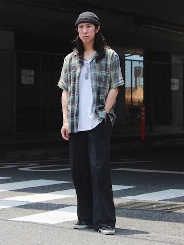 オープンカラーシャツ×黒ワイドパンツ
