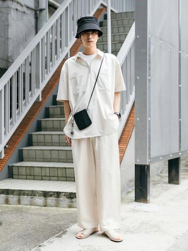 白ジップアップシャツ×白ワイドパンツ