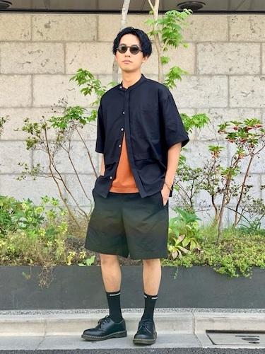 黒バンドカラーシャツ×ワイドショーツ
